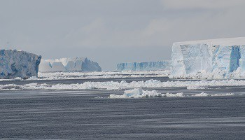 icebergs-in-weddell-sea-antarctic-peninsula