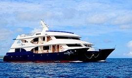 oceanspray-galapagos-islands-catamaran