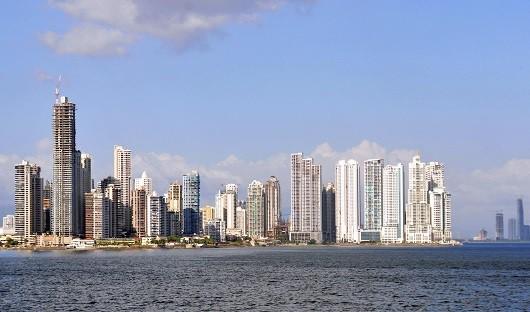 Panama City / Ciudad de Panamá: Punta Paitilla and Punta Pacifica skyline from las las Bovedas - waters of the Gulf of Panama, Pacific Ocean - rascacielos - photo by M.Torres