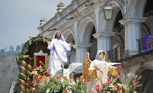 semana-santa-easter-parade-antigua-guatemala
