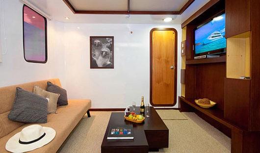 cormorant-suit-lounge