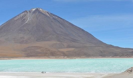 green-lagoon-laguna-verde-bolivia