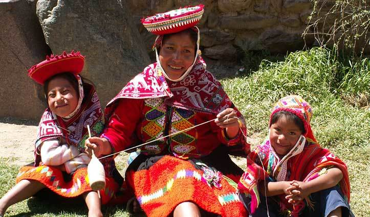 Peruvian weaving family