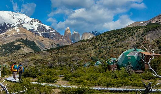 Cascada Ecocamp with hikers