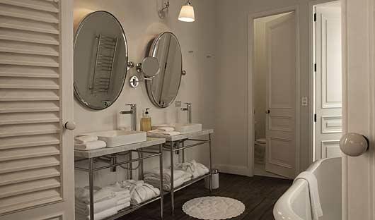 Hotel B, Lima, Bathroom