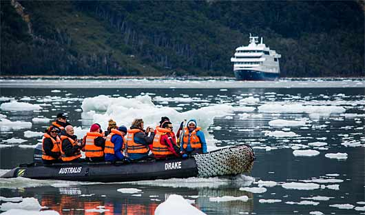 Zodiac cruise through icebegs, Patagonia Cruise