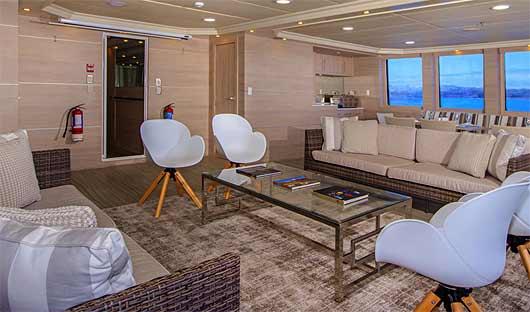 Treasure Lounge