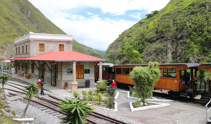 Sibambe Station, Devils Nose Train, Ecuador