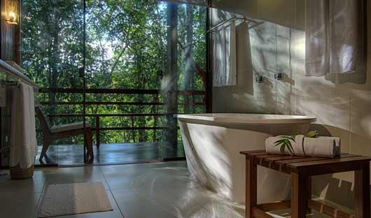 Anavilhanas Lodge bathroom
