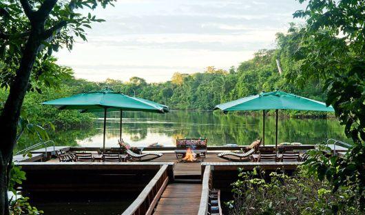 Cristalino Lodge floating Deck