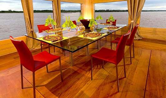 Delfin I Dining Amazon Cruise