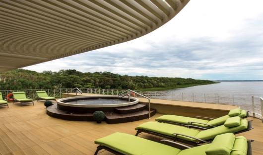 Delfin III outdoor pool