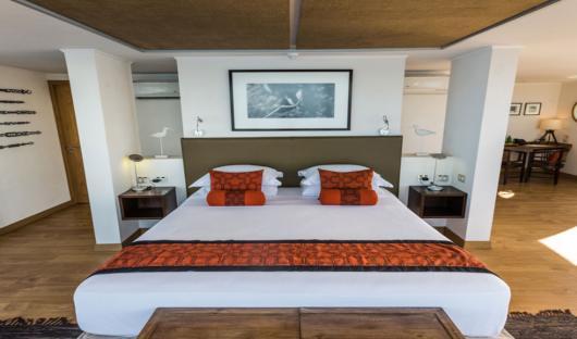 Delfin III Owners Suite Bed
