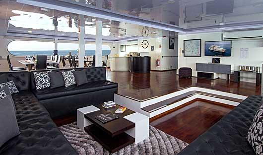 MC Petrel lounge