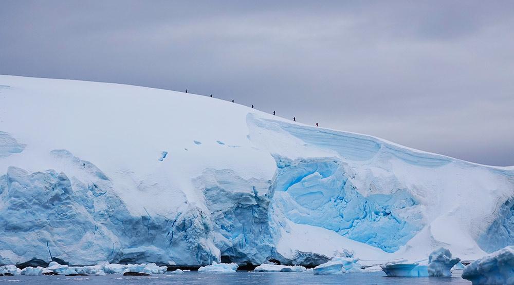 Hikers in Antarctica - Cinzia Mucciante
